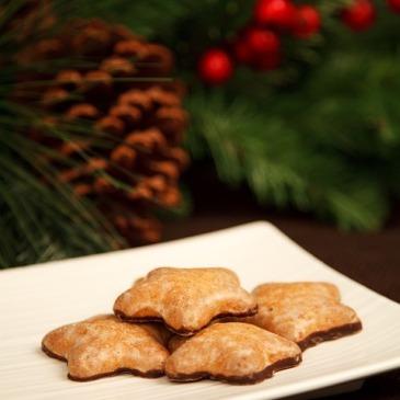 Christmas-cookies-star-shape-plate