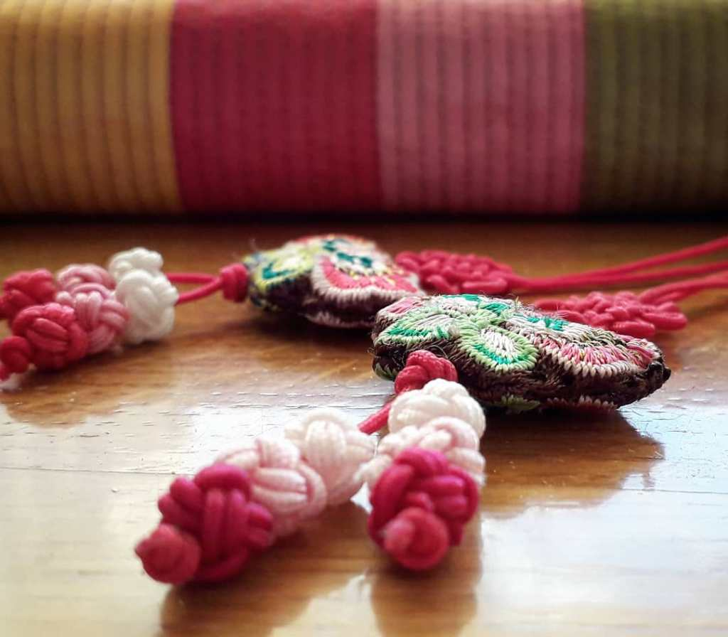 Saekdong motif on traditional case and maedeup knots © Constantina Maud