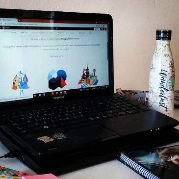 constantina-maud-fantasy-wirter-workspace-desk-with-laptop-notebook-postits-and-bottle
